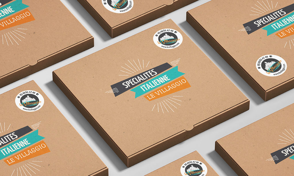mise en situation et design de boîtes de pizzas pour Le Villaggio, exemple avec les stickers collés sur les boîtes